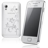 Şi Galaxy Ace Pure White La Fleur, tot de culoare albă, care vine cu un design minimalist și compact, este foarte apreciat de femei. Marginile telefonului sunt curbate, ceea ce îi aduce un plus de eleganţă.